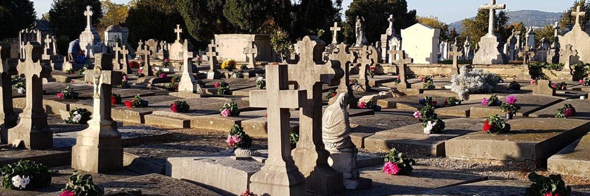 Bénédiction des tombes des prêtres