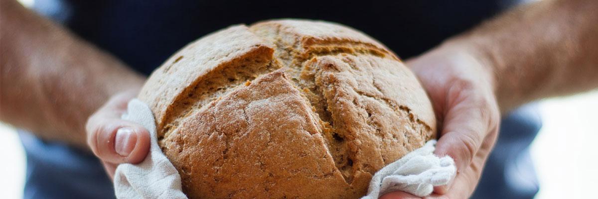 « Ils distribua les pains aux convives, autant qu'ils en voulaient »