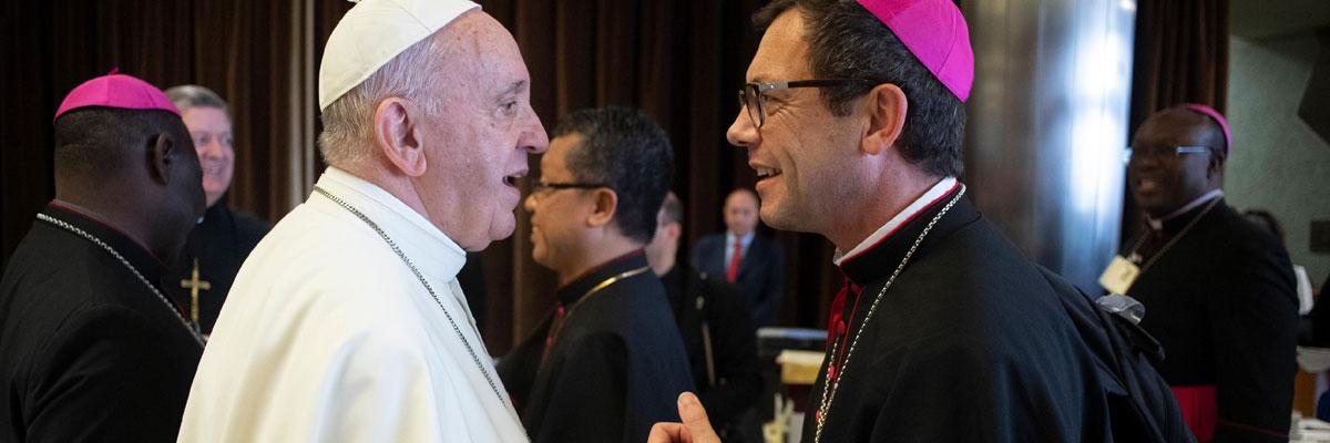 «Le Pontife romain a sur l'Église un pouvoir plénier, suprême, et universel qu'il peut toujours exercer librement»