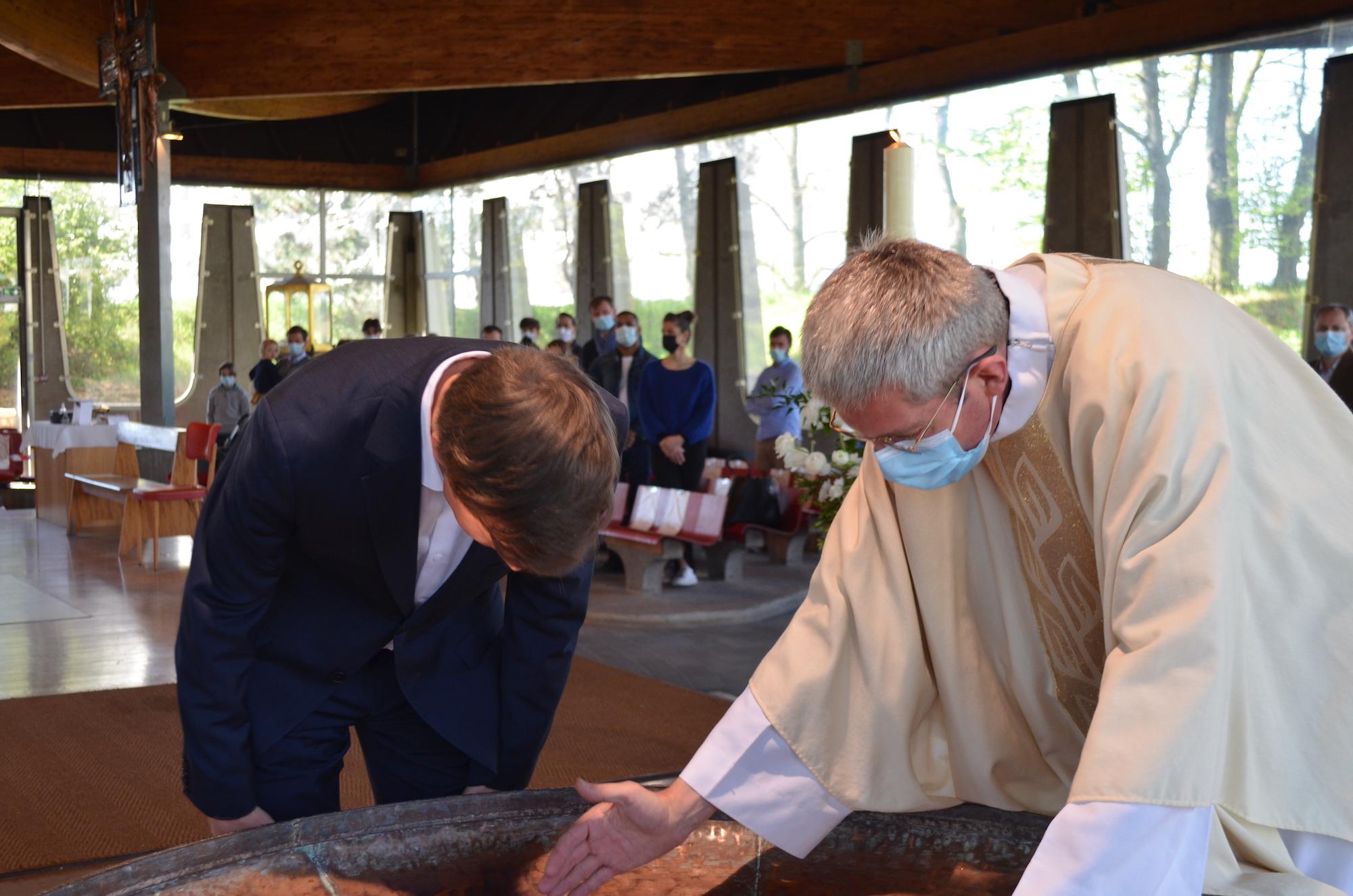 Baptême à l'église Notre-Dame du Monde Entier à la Duchère